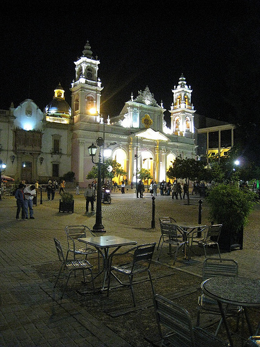Salta at night image